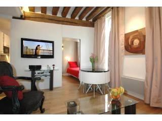 Marais District - Bourg Suite - Paris vacation rentals