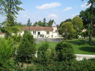 Toulouse cottage set in wonderful gardens & pool - Midi-Pyrenees vacation rentals