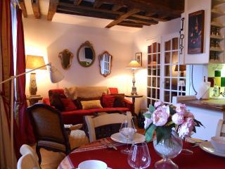 Elegant 1 Bedroom in Heart of the Marais - Paris vacation rentals