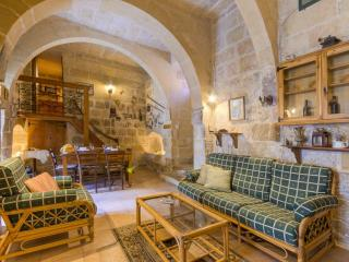 Ta' Nikola Farmhouse - Qala vacation rentals
