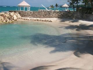Amazing Oceanview Beachfront  Apt/Condo Wifi Cable - Ocho Rios vacation rentals