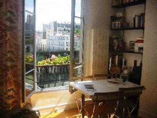 Living room in the summer - Lovely Paris Apartment: Sleeps 4, Central, Calm - Paris - rentals