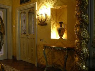 Entrance with Etruscan Vase - Papal Suites - Rome - rentals