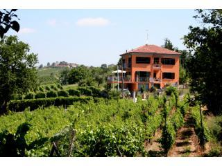 Villa I Due Padroni Bed&Breakfast with pool - Montecalvo Versiggia vacation rentals