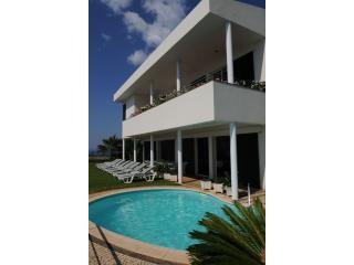 front view to the house - Vivenda Belo Horizonte - Canico - rentals