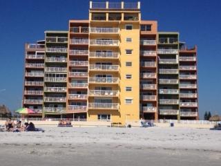 HOLIDAY VILLAS III.... CALL US QUICK!!!!!!! - Indian Shores vacation rentals