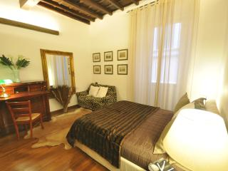 Suite Trevi, just few steps from the fountain in a - Rome vacation rentals