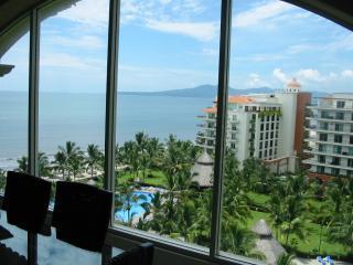 3BR Penthouse..Living room wall of windows. Wow! - 3 BR Penthouse Playa Royale-Nuevo Vallarta MEXICO - Nuevo Vallarta - rentals