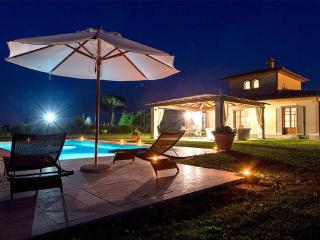 Authentic Leopold Villa in Cortona at Isola - Foiano Della Chiana vacation rentals