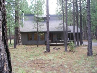 Hot Tub, Wi-Fi, $175 Near Glaze Meadow Rec Center - Black Butte Ranch vacation rentals
