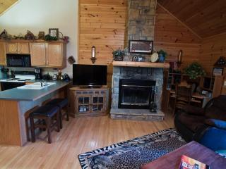 Charming Log Cabin- Honeymooners Haven - Branson vacation rentals