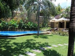 VILLA DEWI  WITH LARGE GARDEN AT  BEACH SEMINYAK . - Seminyak vacation rentals