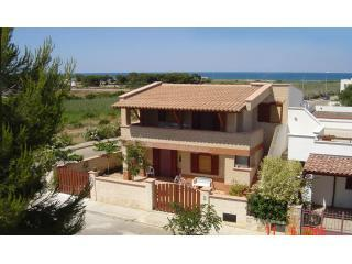 Yellow Beach House (JUNE 50% OFF) - Rosa Marina vacation rentals