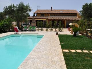 Villa with Private Pool and Garden - 3 Bedrooms - Grottaglie vacation rentals