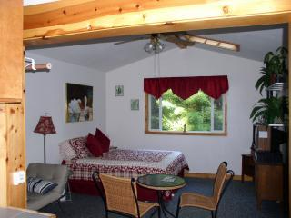 queen bed - Fernwood Cottage Getaway - Fort Bragg - rentals