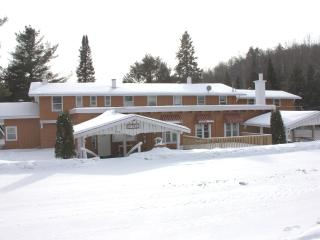 Morin Heights Villa, 16 Bedrooms, Sleep 45 persons - Sainte Agathe des Monts vacation rentals