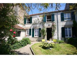 Our lovely house - Charming house near Limoges-3 and 1/2 hrs SW Paris - La Souterraine - rentals