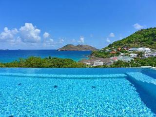 New Matajagui villa with heated infinity pool, daily maid & walk to beach - Flamands vacation rentals