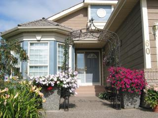 Fr Ent.JPG - Harvest Lake Bed & Breakfast - Calgary - rentals