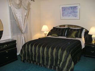 DOMINO SUITE at SUSAN'S VILLA - B&B/Hotel Garni - Niagara Falls vacation rentals