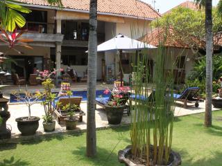 LARGE 3 BEDROOM VILLA  - BATU BELIG - SEMINYAK - Seminyak vacation rentals