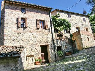 Very Cozy 3 Bedroom Vacation House in Siena - Ponte a Bozzone vacation rentals