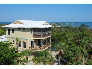 Exterior - Solitude - Pool, Hot Tub, 2 slips Sleeps 12 - Captiva Island - rentals