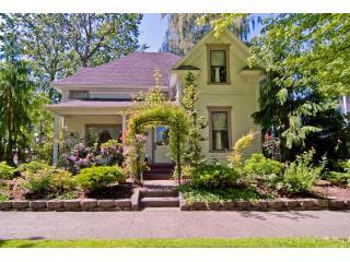 Clara's Cottage:  Affordable Wine Country Get-Away - Waitsburg vacation rentals