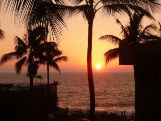 Sunset from this lanai - Sun in winter orientation - OCEANFRONT COMPLEX W/OCEAN VIEW & NEWLY REMOD - Kailua-Kona - rentals
