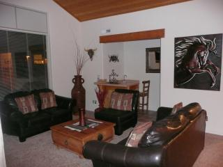 Family room & Wet bar - Moab Condominium, Rim Village's Best From $150-300 - Moab - rentals