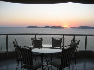 Magnificent 3 Bedroom PH beach front condo - Acapulco vacation rentals