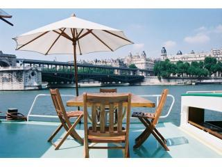 Romantic Town Houseboat at the Eiffel Tower - Paris vacation rentals