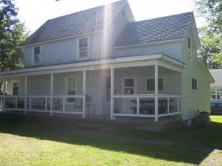 3 Bedroom, 1 Bath on Double lot - Cleveland vacation rentals
