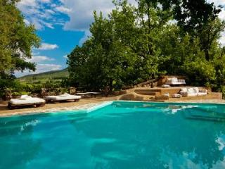Allegra- rustic décor with idyllic landscape & pool, great for groups - Siena vacation rentals