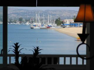 Great Room , Kitchen, Dining Views of Bay Beach Newport Coast and Islands - Lux Newport Beachfront Rental Casa de Balboa 229 - Newport Beach - rentals