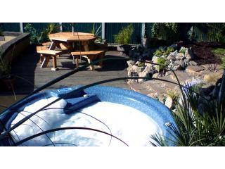 Hot for exclusive use on decked area - Honey Cottage - Log burner, hot tub & tree house - Blean - rentals