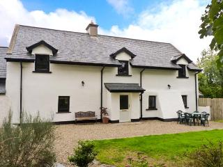 HOME FARM COTTAGE, pet friendly, character holiday cottage, with a garden in Campile, County Wexford, Ref 3862 - County Wexford vacation rentals