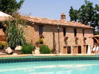Valley View Luxury Apartment at Il Nascondiglio - Amandola vacation rentals