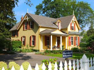 Marrakech Mansion 1 block to Queen St. 1/2 to Lake - Niagara-on-the-Lake vacation rentals