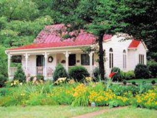CedarHill Exterior-Lg - Cedar Hill cottage - perfect for 2 - Charlottesville - rentals