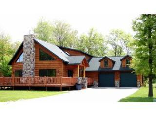 Welcome to Champagne Chalet 6 houses down from the club house & on the 4th hole of the golf course - Champagne Chalet on the 4th hole of Golf Course - Wisconsin Dells - rentals