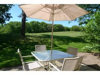 Relax and Enjoy the breezes on the 9th Fairway - Luxurious Brewster Condo Views, Flat screens, WIFI - Brewster - rentals