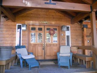Luxury*Flat Screens*2 Kitchn*PoolTable,Walk 2 Town - Tahoe City vacation rentals
