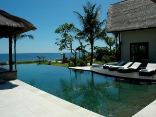 Villa Bossi Tanguwesia - Luxury villa on the beach - Lovina vacation rentals