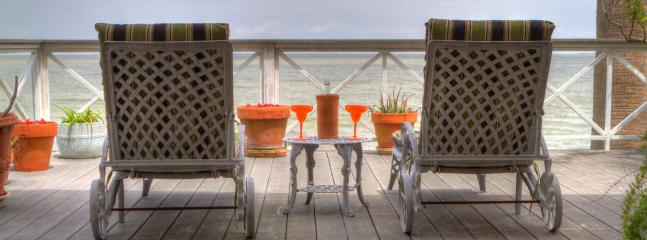 Bayside waterfront lounging area - La Petit Maison on Galveston Bay - Kemah - rentals