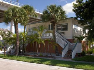 Times Square/downtown  newly furnished studio - Fort Myers Beach vacation rentals