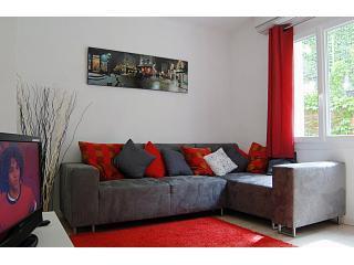 Rue d'Oliva - Perpignan Centre Apartment - Perpignan vacation rentals