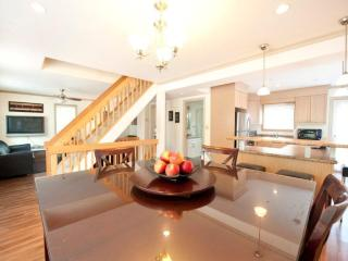 Modern Luxury -Weekly Discounts! - Niagara Falls vacation rentals