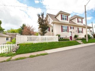 Contemporary Home -  Summer Rates now Discounted! - Niagara Falls vacation rentals