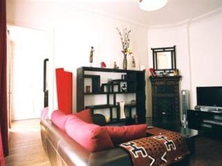 Montmatre 2 bedroom (2228) - Image 1 - Paris - rentals